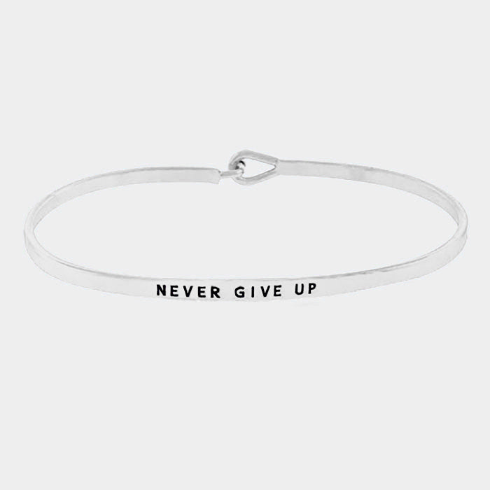 NEVER GIVE UP HOOK BRACELET