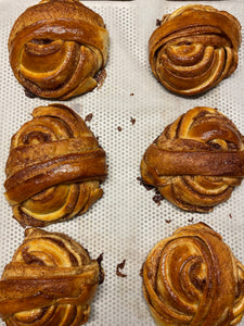 Cinnamon maple knot