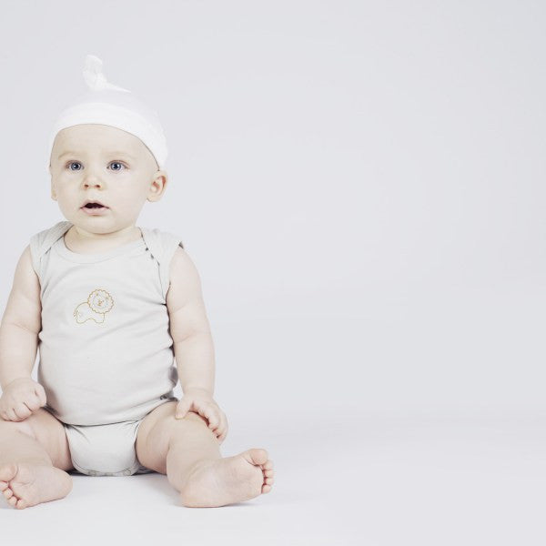 Bubbazimbi Little Button - Organic Cotton Baby Hats - White