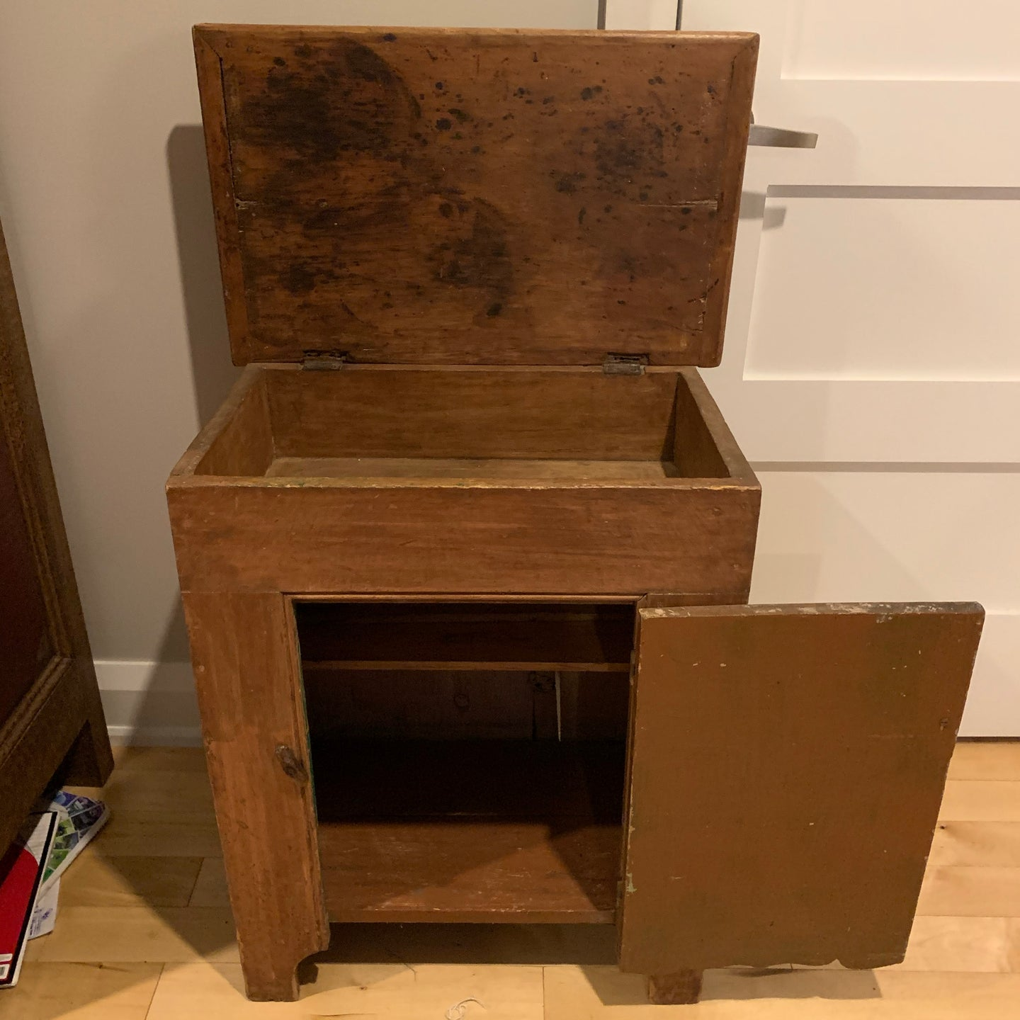 Small Ontario cabinet