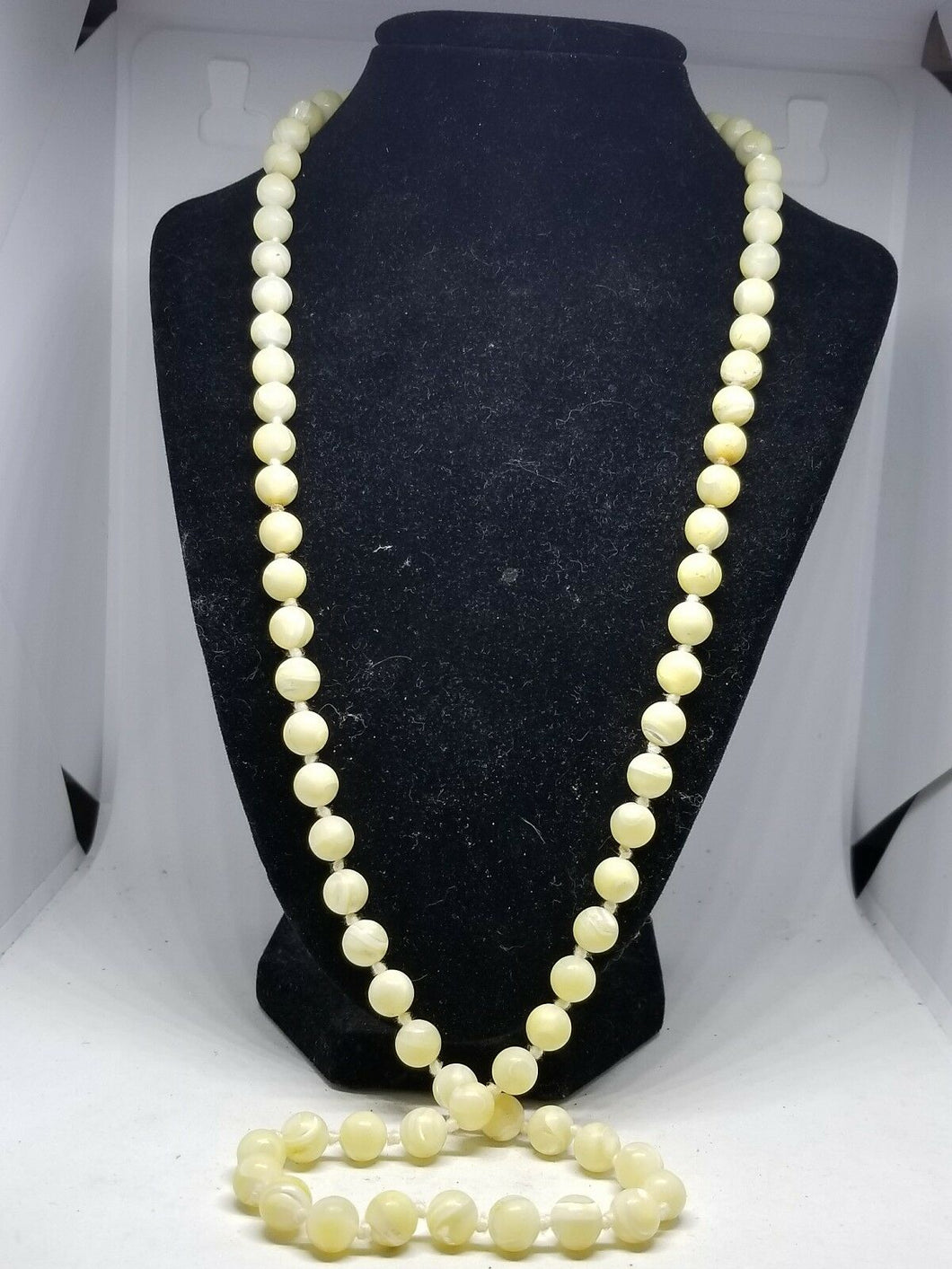 Vintage Mother of Pearl Handknotted Swirl Bead Necklace 30