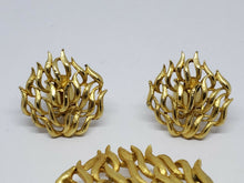 Vintage TORINO Gold Tone Flower Bud Brooch And Clip Earring Set