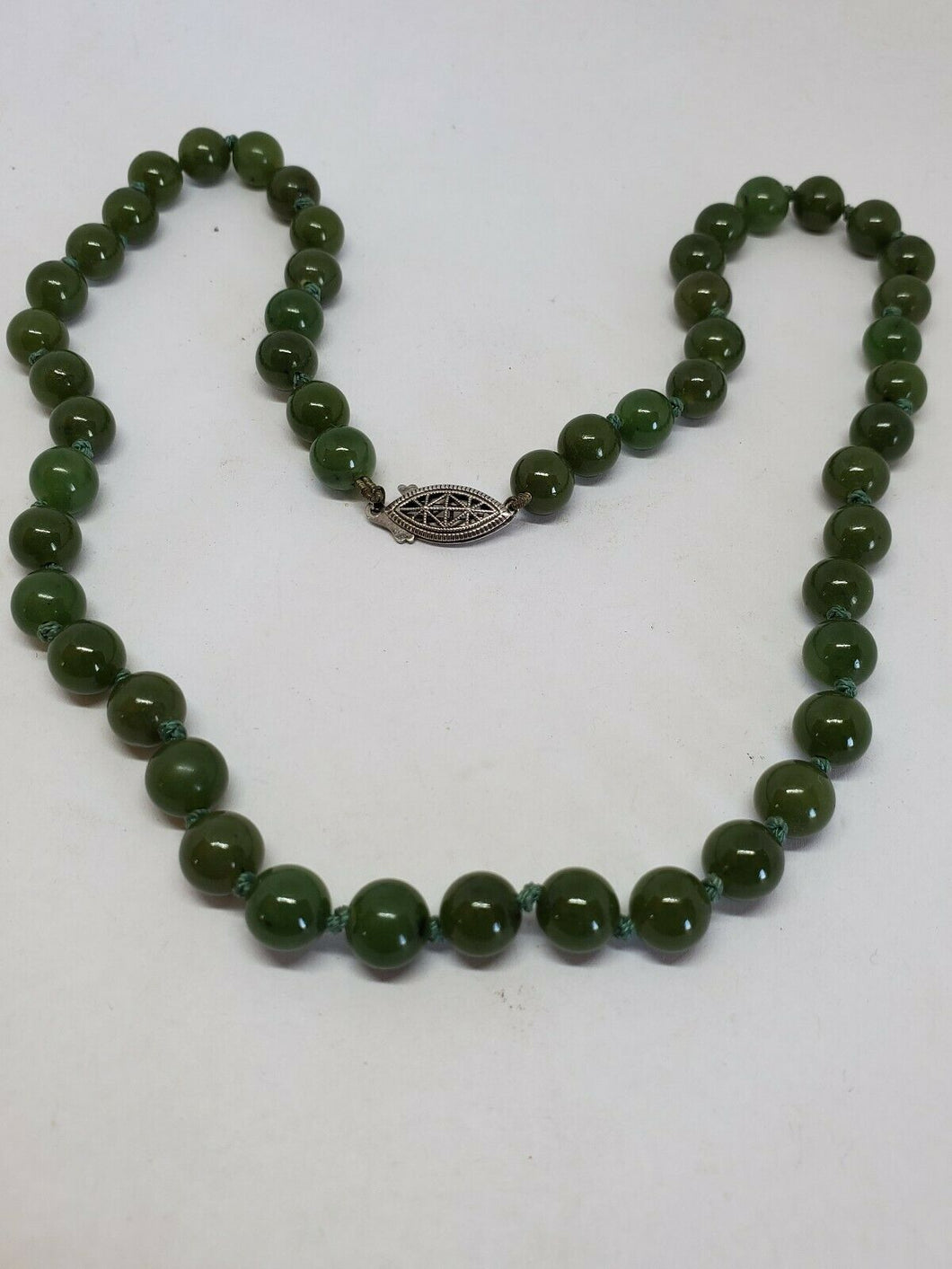 Vintage Sterling Silver Green Jade Hand Knotted Beaded Strand Necklace 19