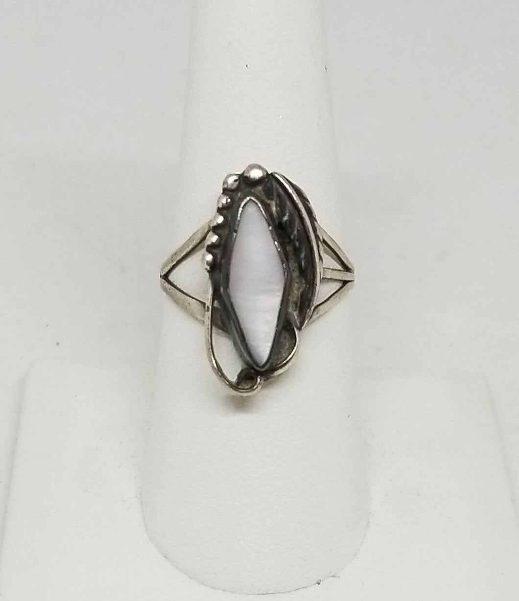 Vintage Navajo Old Pawn Sterling Silver Mother of Pearl Ring Size 7.25