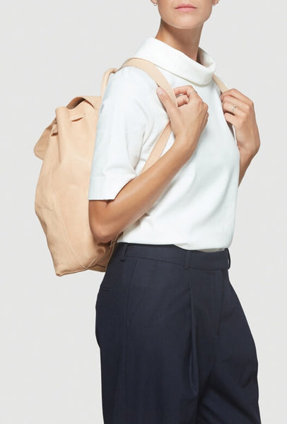 Model with beige backpack