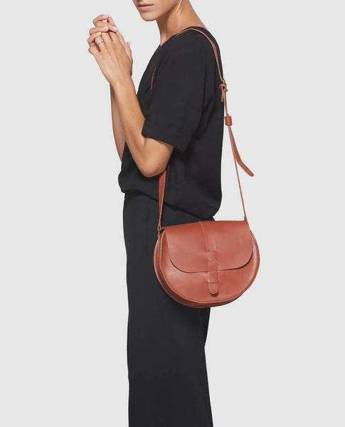 Modeling brown Crossbody bag