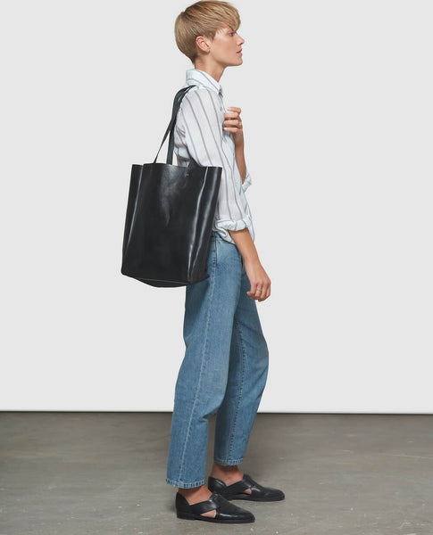 Model with black tote bag