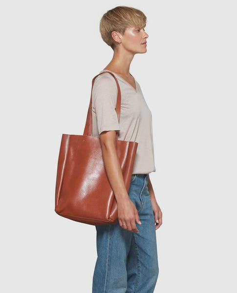 Model with brown tote bag