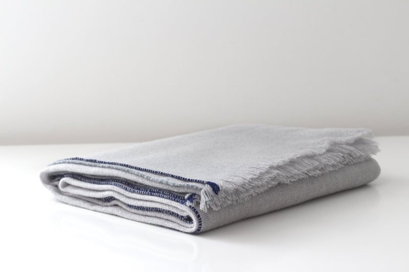 Leibona Light grey Cashmere Blanket | Jazz Collection
