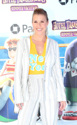 Jodie Sweetin wearing KIR jewelry to the Hotel Transylvania Summer Vacation Premier