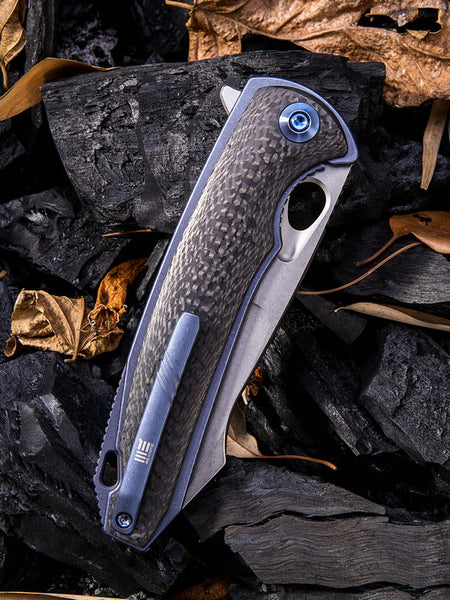 We Knife Yucha 810A CPM-S35VN Steel Blue 6AL4V Titanium