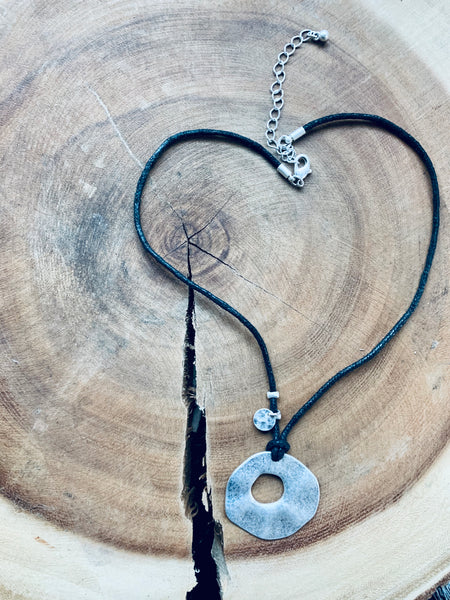 LEATHER CIRCLE PENDANT