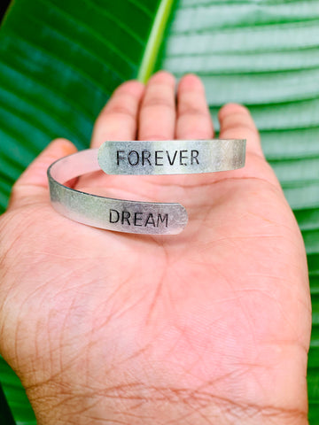 SENTIMENT BRACELET - DREAM FOREVER