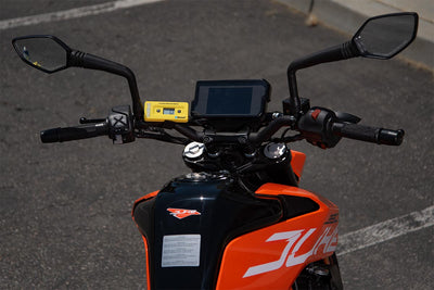 See sag measurements in real time. For street, adventure and off-road motorcycles.