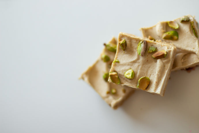 Ginger and Pistachio Slice