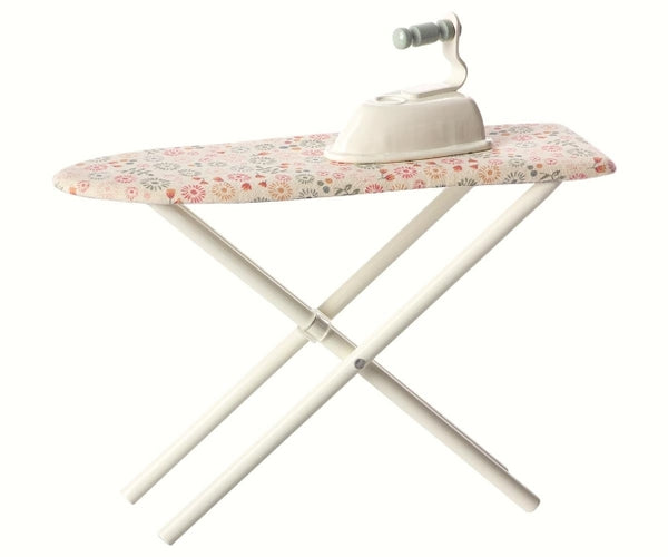 maileg iron and ironing board