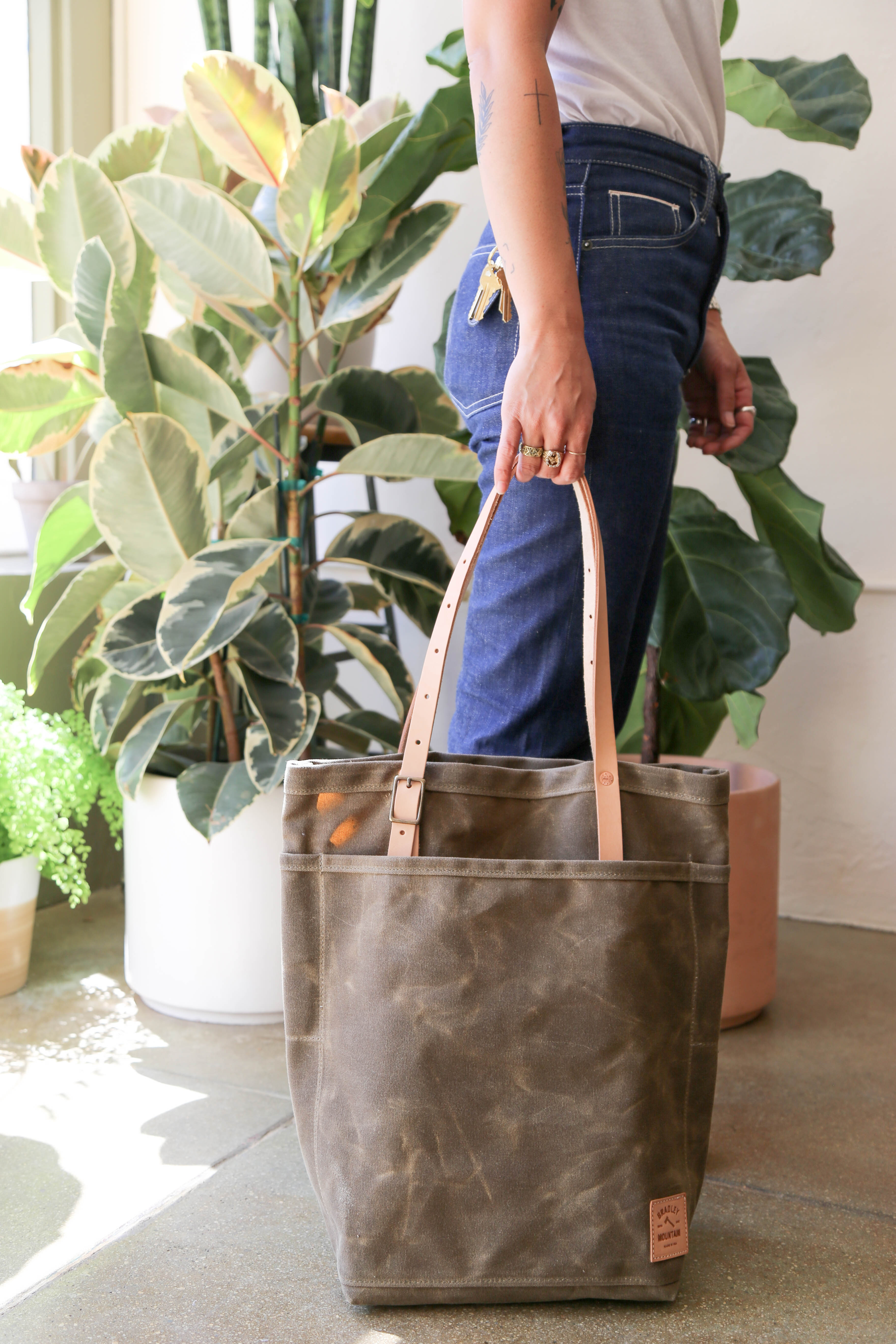Utility Tote in Field Tan/Natural