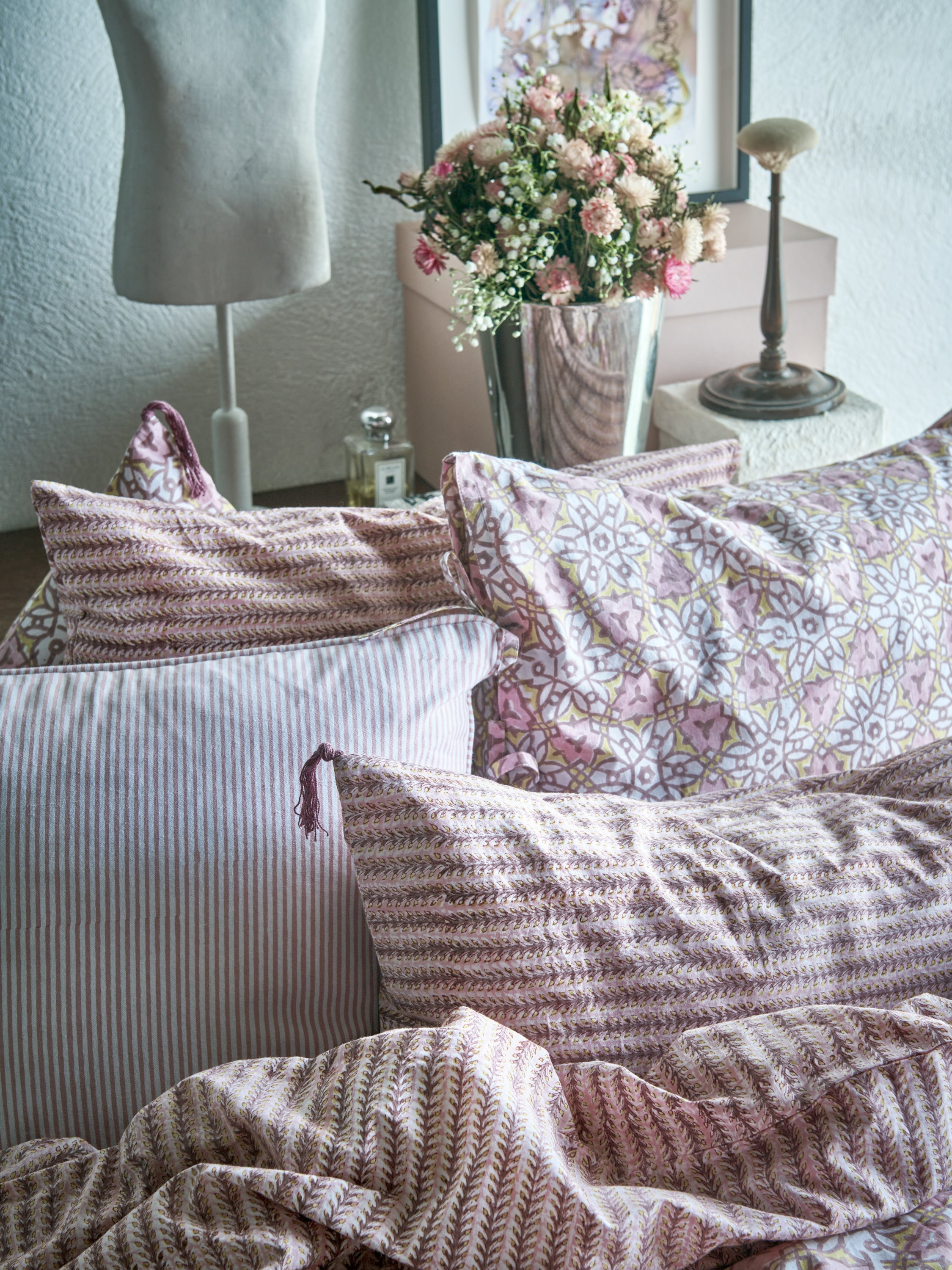 Pillowcase with City Palace print in Fuchsia Rose