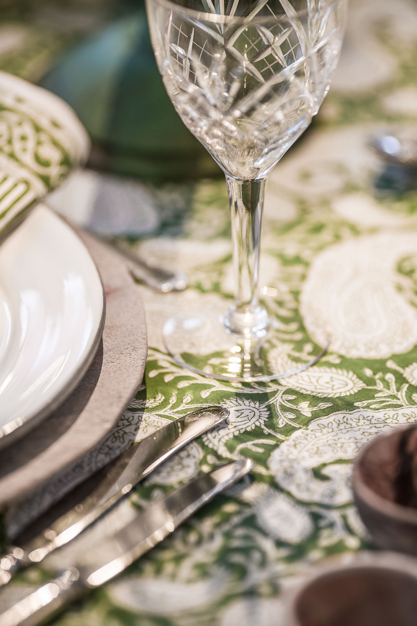 Tablecloth with Big Paisley® print in Forest Green