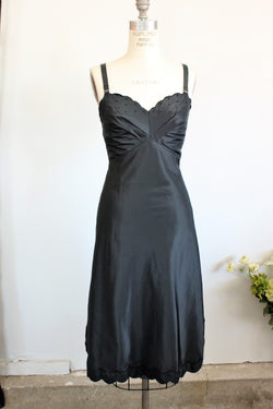 Vintage 1950s Black Full Slip