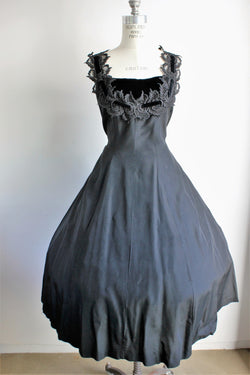 Vintage 1940s 1950s Elinor Gay Black Swan Dress in Lace And Velvet