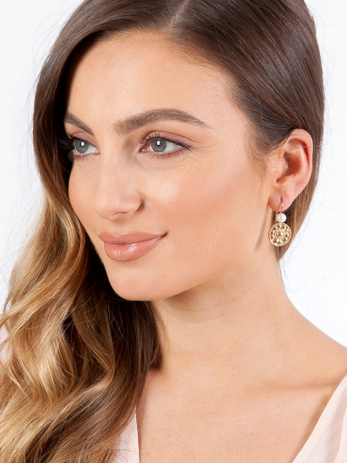 Fiorina Jewellery Gold Logo Earrings Model