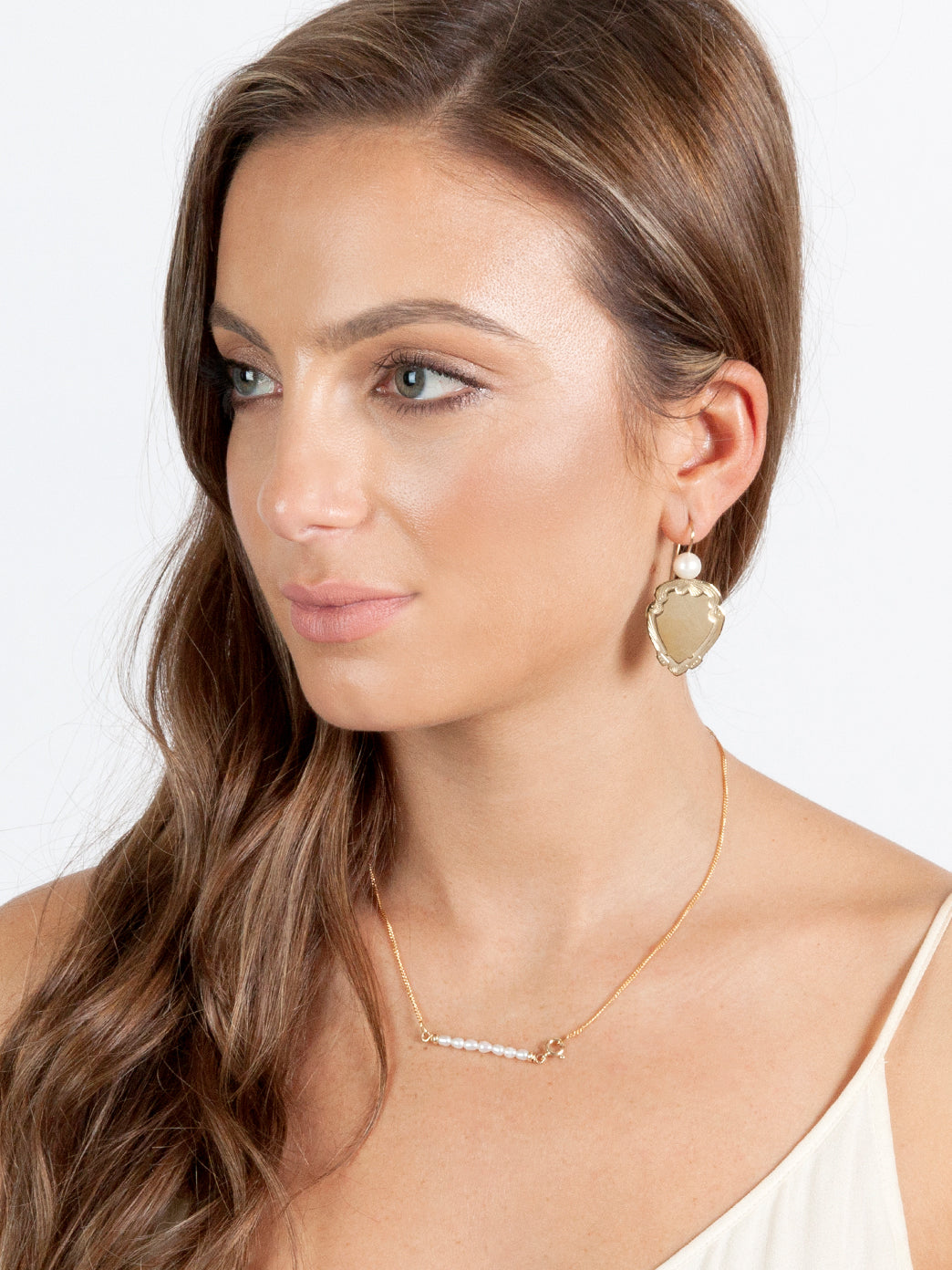 Fiorina Jewellery Gold Shield Earrings Model