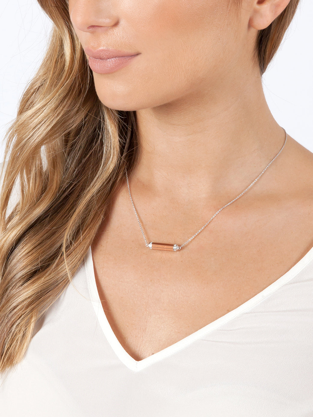 Fiorina Jewellery Manifest Necklace Rose Gold Bar Model