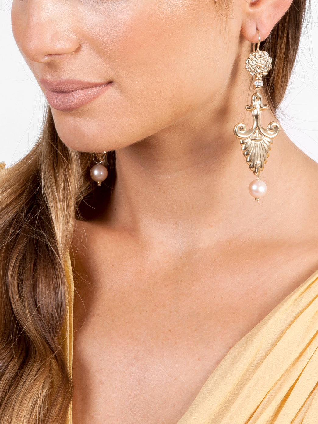Fiorina Jewellery Gold Noto Earrings Model
