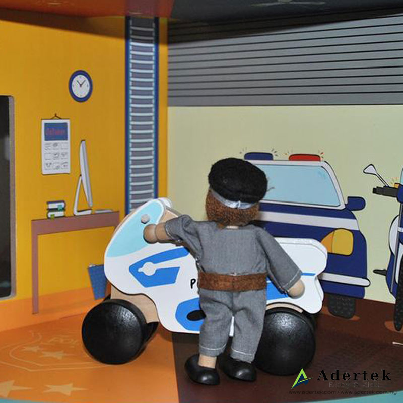 Heroes House Doll Set Policeman in the police station