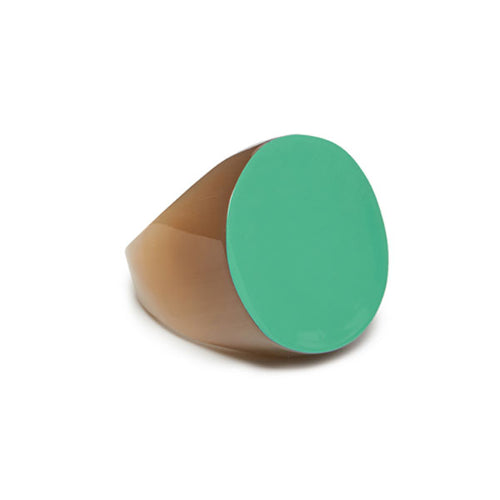 Branch jewellery -green and light coloured round buffalo horn ring