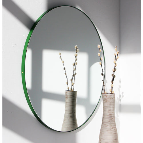 Silver Orbis™ round mirror with GREEN frame