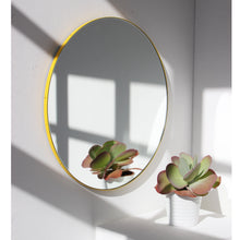 Silver Orbis round mirror™ with YELLOW frame