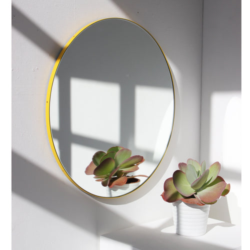 Silver Orbis™ round mirror with YELLOW frame