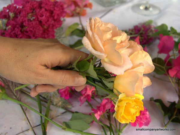 Building a hand bouquet of roses