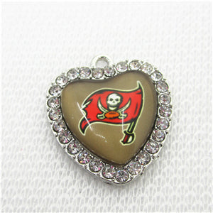 20pcs Football Team Tampa Bay Buccaneers Charms Crystal Heart Football Sport Haning Charms DIY bracelet Jewelry Dangle Charms