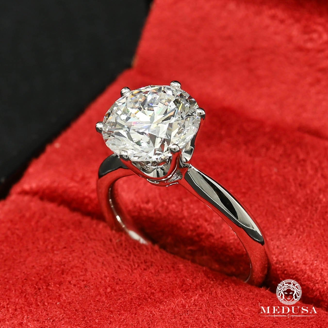 Solitaire D4 - 4.00CT Round Cut