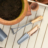 RHS-endorsed container root and transplanting knife by Burgon & Ball