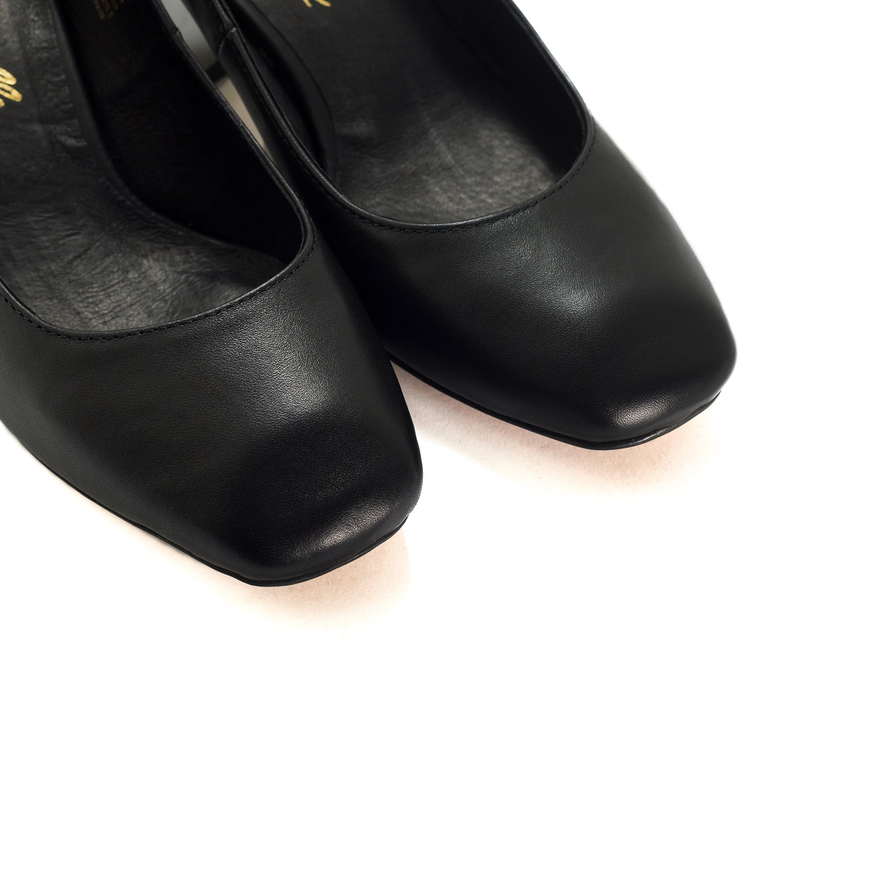Raciel Black Leather Pumps