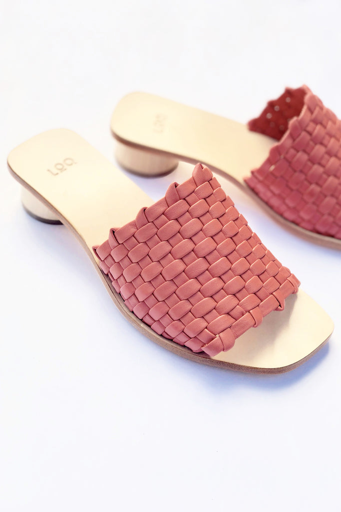 LOQ - Elora Slide in Coral in Sizes 35-37 | STATURE