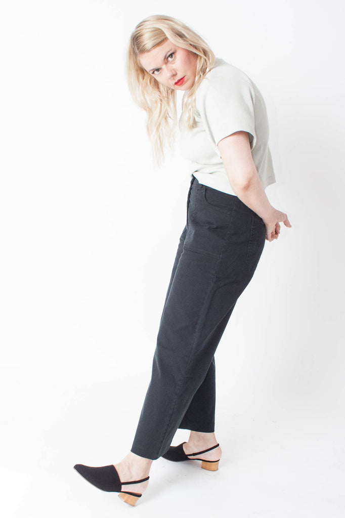 Loup Simone Jean is high-waisted and wide-legged with hidden button fly and two 70s-inspired front trouser pockets in black