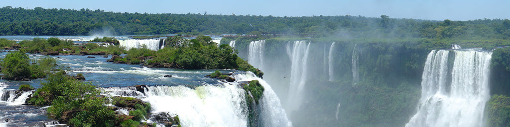 IGUAZU WATERFALLS IN BRAZIL