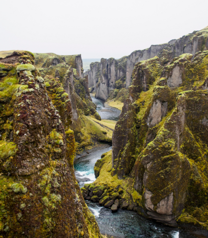 Fjaðrárgljúfur canyon in southeast Iceland | People of Leisure Clothing