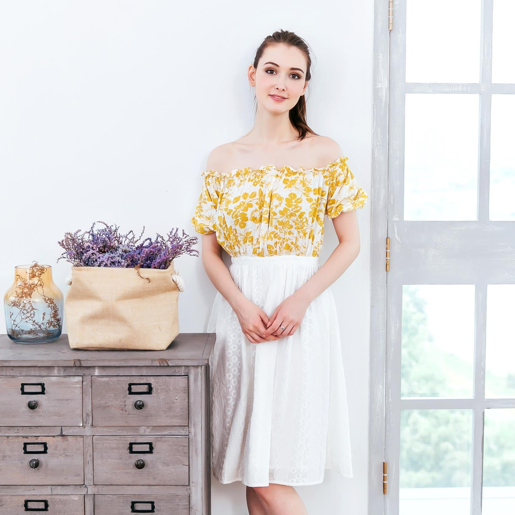 (Woman) Yellow floral strapless midi dress