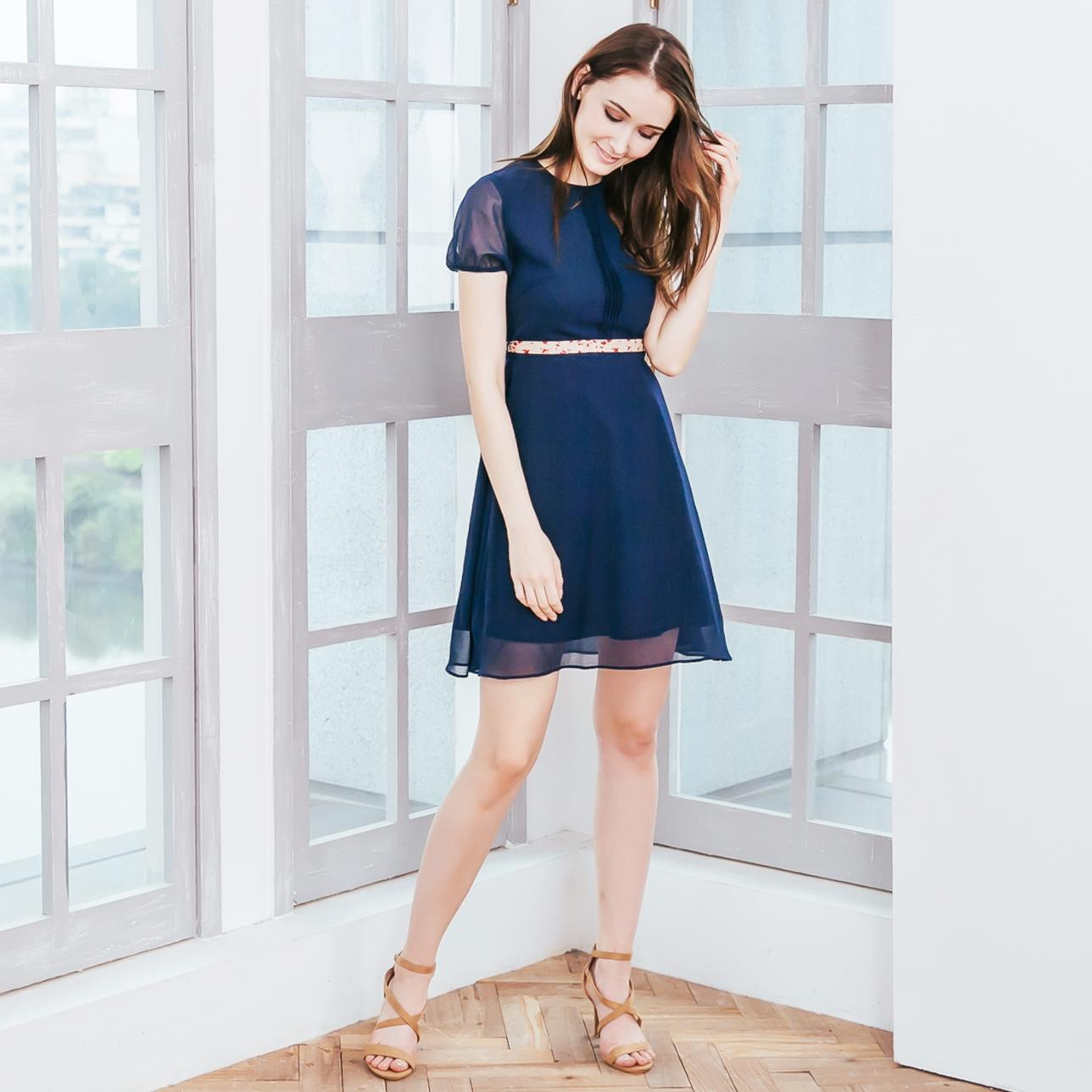 (Woman) Navy chiffon pleated midi dress