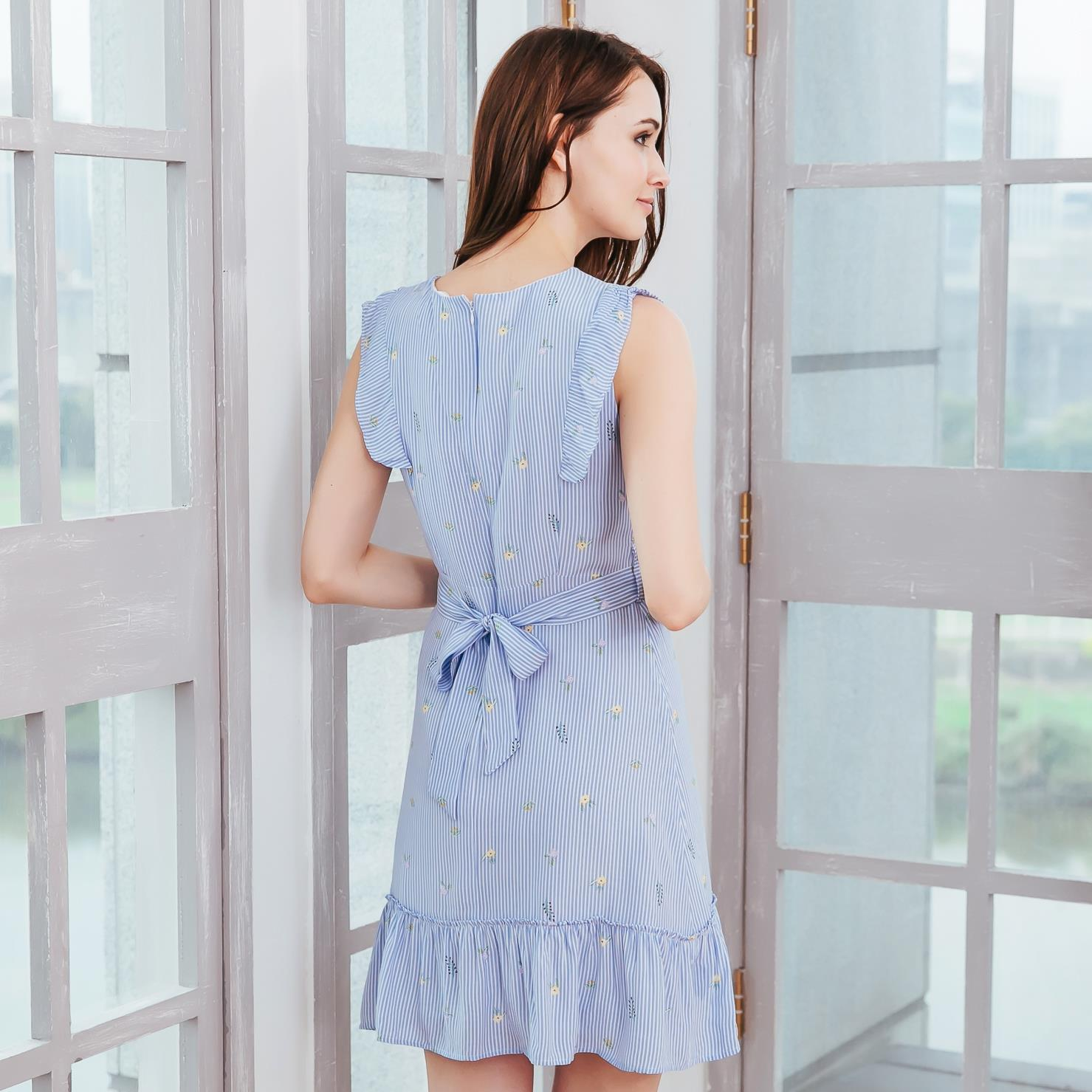 (Woman) Cotton blue strip floral fit-n-flare dress