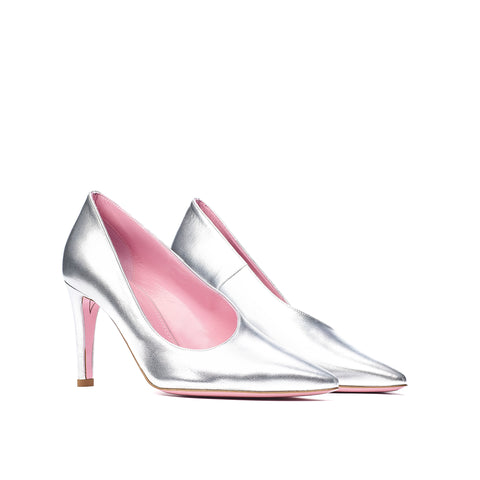 Phare asymmetrical pump in metallic silver leather 3/4 view