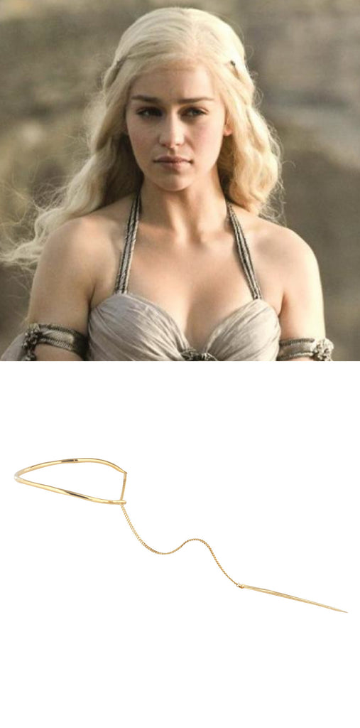Mother of dragons Daenerys Targaryen wears necklace / choker in Game of Thrones