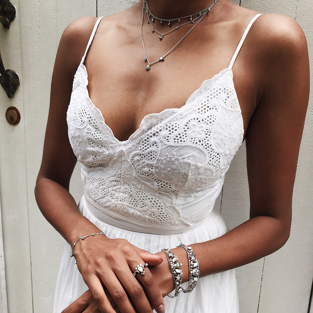 white outfit streetstyle silver skull fine jewelry skull bangle simple skull necklace so gorgeous