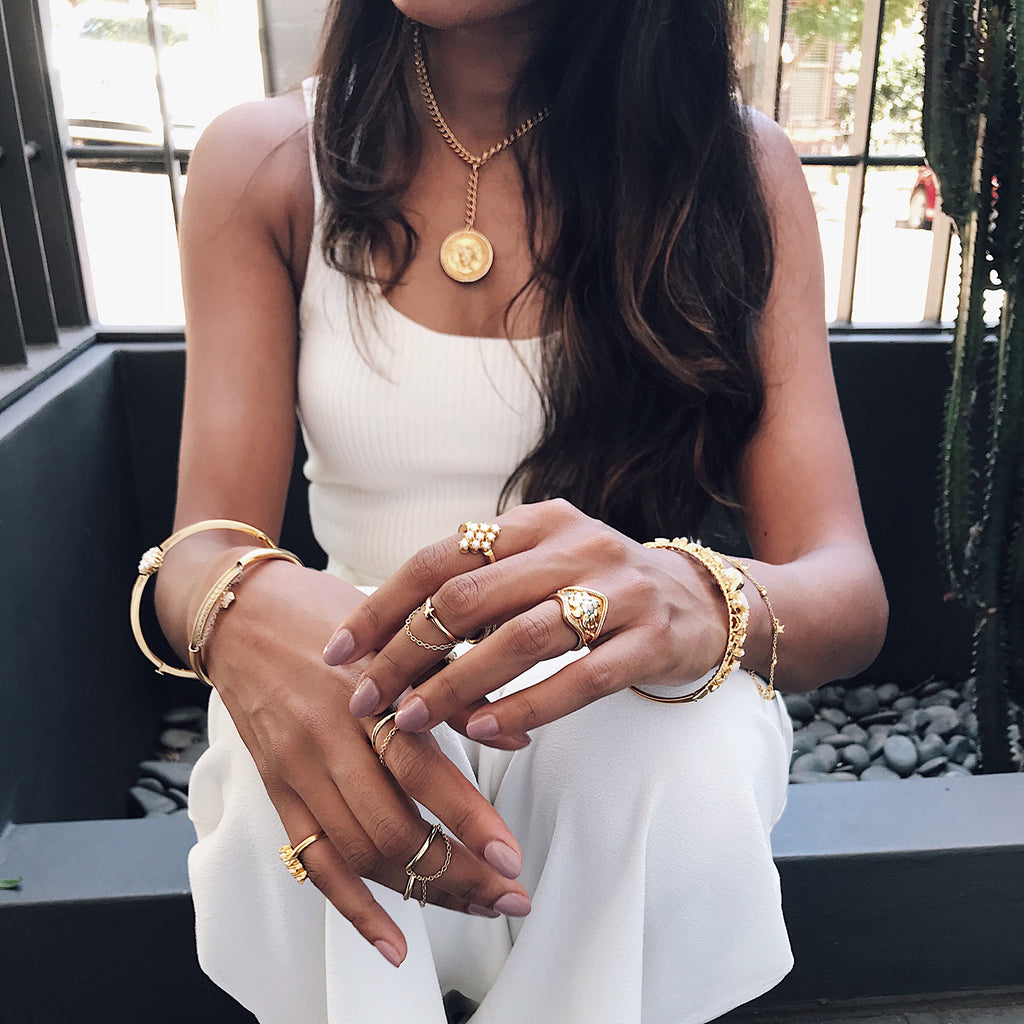 white outfit streetstyle gold stacking jewellery glamorous fashion coin necklace